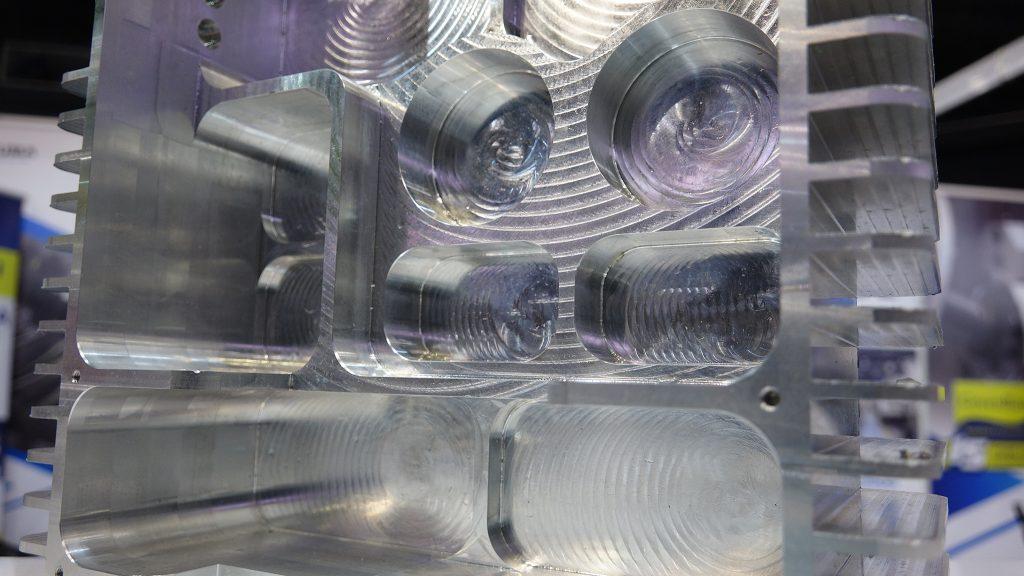 carcasă aluminiu prelucrată în 5 axe Okuma Genos M460V-5AX
