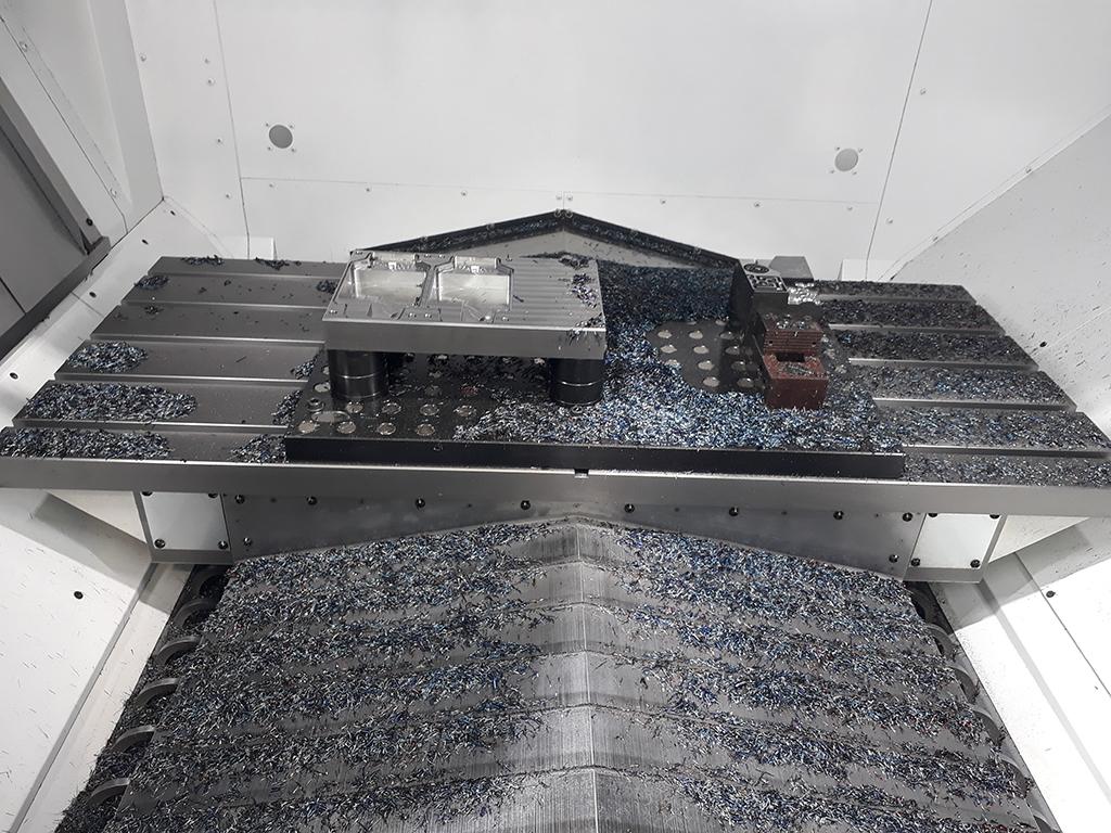Okuma GENOS M660-VE - masă mare de lucru